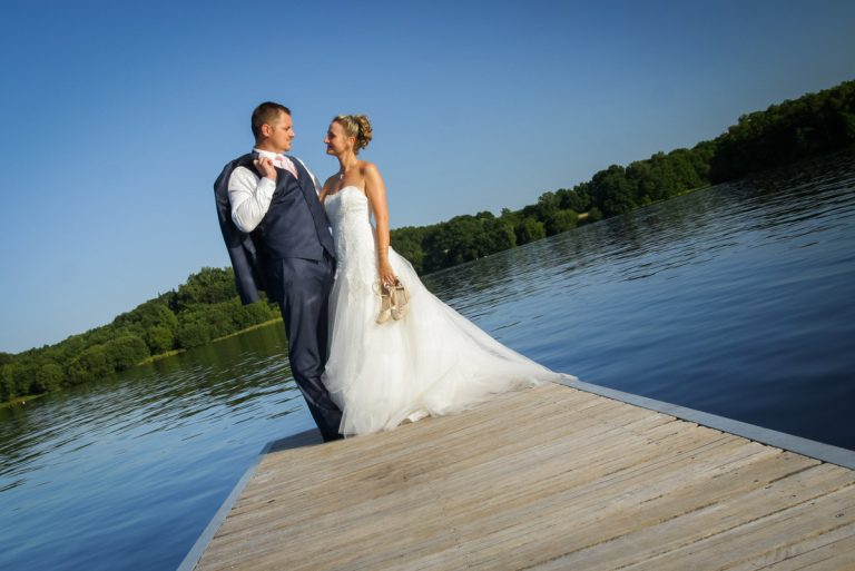 photographe de mariage : photo de couple au ponton