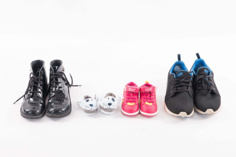 photographe naissance annonce : chaussures